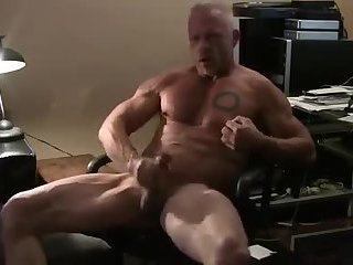 Amateur,Masturbation,Solo,Mature,muscled,daddy,gay Dad's been hittin the gym!