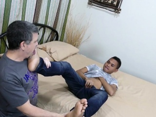 Daddies (Gay),Gays (Gay),HD Gays (Gay),Twinks (Gay) Toes sucking daddy anal banged by pinoy