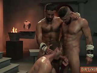 Anal,Hunks,Threesome,gay,bear,fuck,muscle,muscled,worker,oilde Muscle bear threesome with cumshot