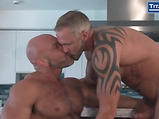 Anal,Hunks,Mature,hairy,muscled,gay trainer Jesse Cums Out To Dallas On Live TV!