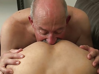 Bareback (Gay);Big Cocks (Gay);Daddies (Gay);HD Gays;My first daddy Adore