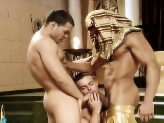 Blowjobs (Gay);Gay Porn (Gay);Hunks (Gay);Muscle (Gay) Orgie au palais du pharaon