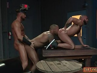 Anal,Hunks,Tattoo,Threesome,gay,bear,group sex,fuck,muscle Muscle bear threesome and cumshot