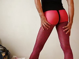 Crossdressers (Gay);Men (Gay);Tight Spandex Crossdresser in tight spandex