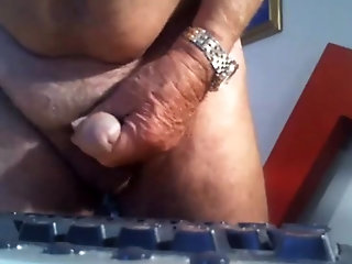 Amateur (Gay);Daddies (Gay);Masturbation (Gay) grandpa stroke on webcam