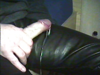 Men (Gay);Leather Leather cumshot