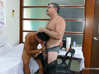 anal,asian,medical,jerking,oral,suck,doctor,medic,gay Dr Daddy Mike Fucks Asian Boy Jude