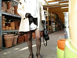 Men (Gay);No Panty;Panty crossdresser upskirt no panty