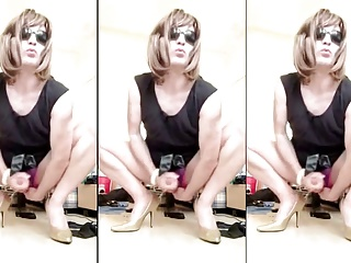 Crossdressers (Gay);Sissy;Squirts Sissy clit squirts
