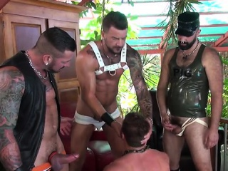 Blowjob (Gay),Daddies (Gay),Gays (Gay),Group Sex (Gay),Outdoor (Gay) Tattoo jock piss and cumshot