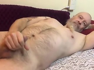 Amateur,Masturbation,Solo,Mature,daddy,gay Just a lazy afternoon here