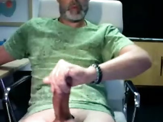 Amateur,Masturbation,Solo,daddy,beard,gay Daddy Likes to Show