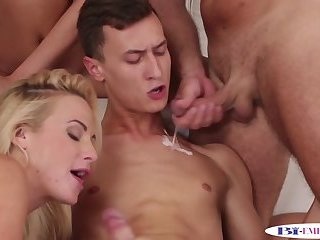 Anal,Fetish,Threesome,gay Assfucking hunks getting blowjobs from babes
