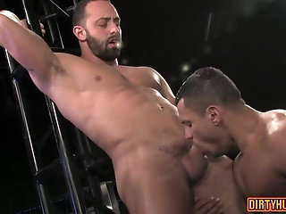 Anal,bear,muscle,gay Muscle bear anal sex with cumshot