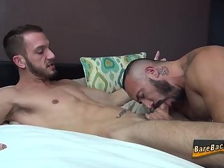 Cumshot,Amateur,Bears,Hunks,Tattoo,Blowjob,Bareback,gay Bear raw dawgs and cums