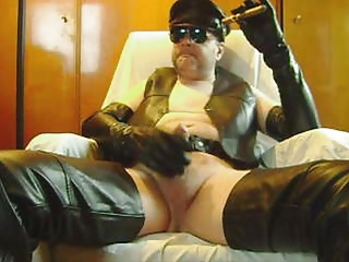 Men (Gay);Leather LEATHER CIGAR WANK