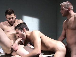 Blowjob (Gay),Gays (Gay),Group Sex (Gay),Hunks (Gay) Muscle gay threesome with cumshot