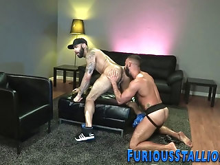 Anal,Cumshot,Big Cock,Body Builders,Tattoo,Blowjob,gay Hunk sucks big hard dick
