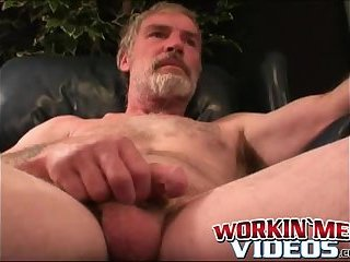 Cumshot,Amateur,Masturbation,Solo,Mature,Tattoo,hairy,bearded,workingmenvideos,gay Solo older amateur puts his cock jerking skills to good use