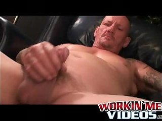 Cumshot,Amateur,Masturbation,Solo,Mature,Tattoo,uncut,chubby,workingmenvideos,gay Inked mature guy tugging and stroking his dick solo