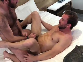 Anal,Bears,Mature,hairy,muscled,gay unprotected Bears: Mike & Dustin