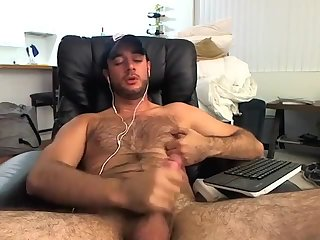 Amateur,Masturbation,Solo,hairy,gay Hairy young scrapper covers his fur in cum