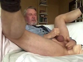Amateur,Masturbation,Solo,Mature,gay I'd love to party with this older stud
